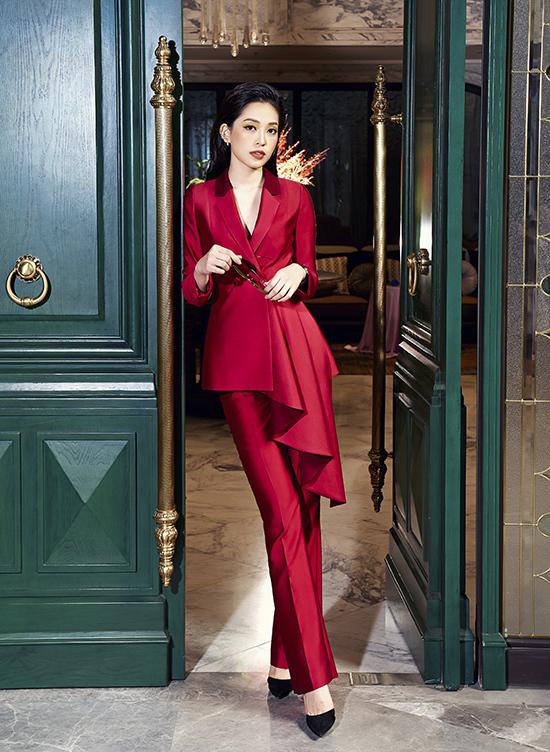 """Phương Nga diện trang phục """"nữ quyền"""" của NTK Xuân Lê"""