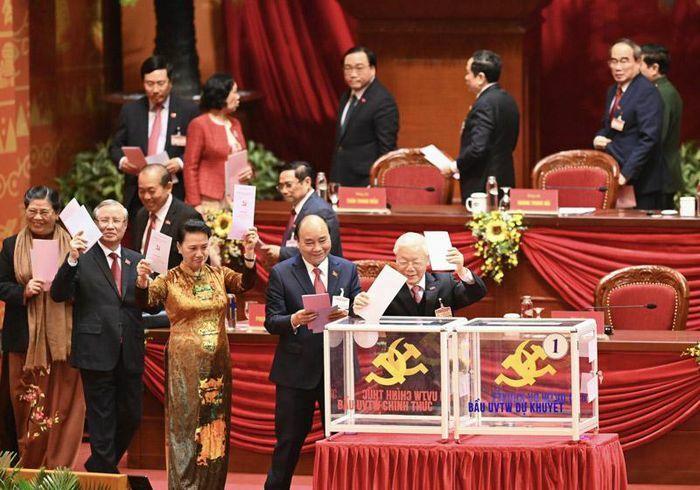 Hôm nay, Trung ương bầu Bộ Chính trị, Ban Bí thư, Tổng Bí thư
