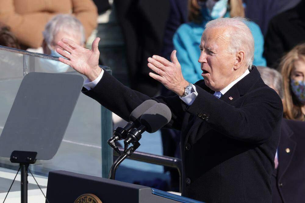 Tổng thống Mỹ Joe Biden chứng minh quyền lực qua chiếc đồng hồ đeo tay
