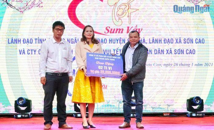 Công ty CP Đầu tư BĐS Nam Khang miền Trung tặng tivi cho trường học miền núi