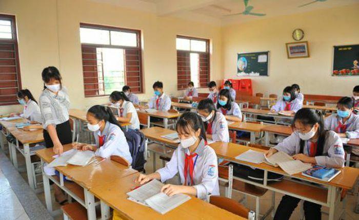Hà Nội: Nhiều trường cho nghỉ học, hàng nghìn học sinh phải xét nghiệm COVID-19