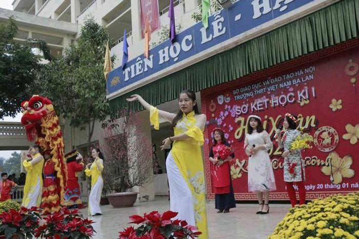 Trường teen tưng bừng lễ hội đón Tết: Hội chợ đón Xuân, prom cuối cấp vui nổ trời!