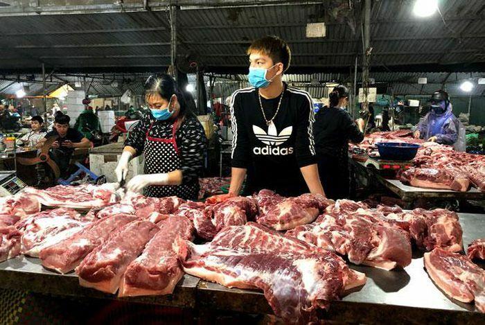 Giá gia súc, gia cầm và rau xanh tiếp tục giảm