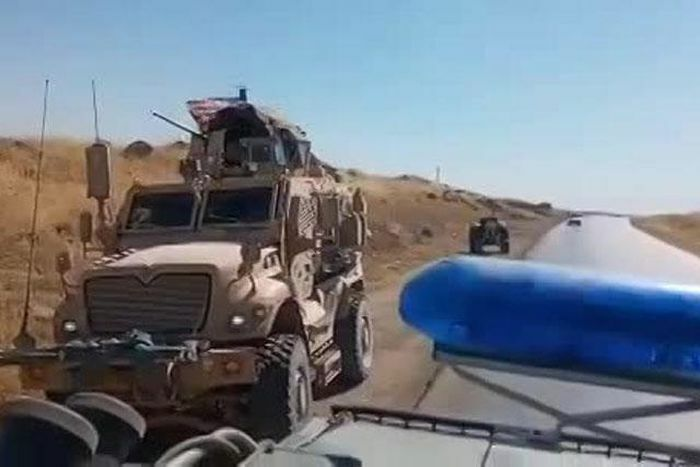 Xe bọc thép Nga đâm trực diện xe phục kích chống mìn của Mỹ trong lúc tuần tra