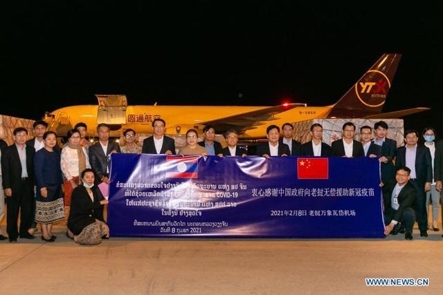 Sau Campuchia, Lào nhận 300.000 liều vắc xin Covid-19 từ Trung Quốc