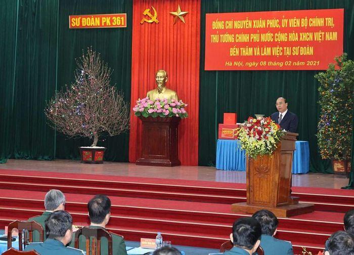 Thủ tướng Nguyễn Xuân Phúc thăm và chúc Tết Sư đoàn 361