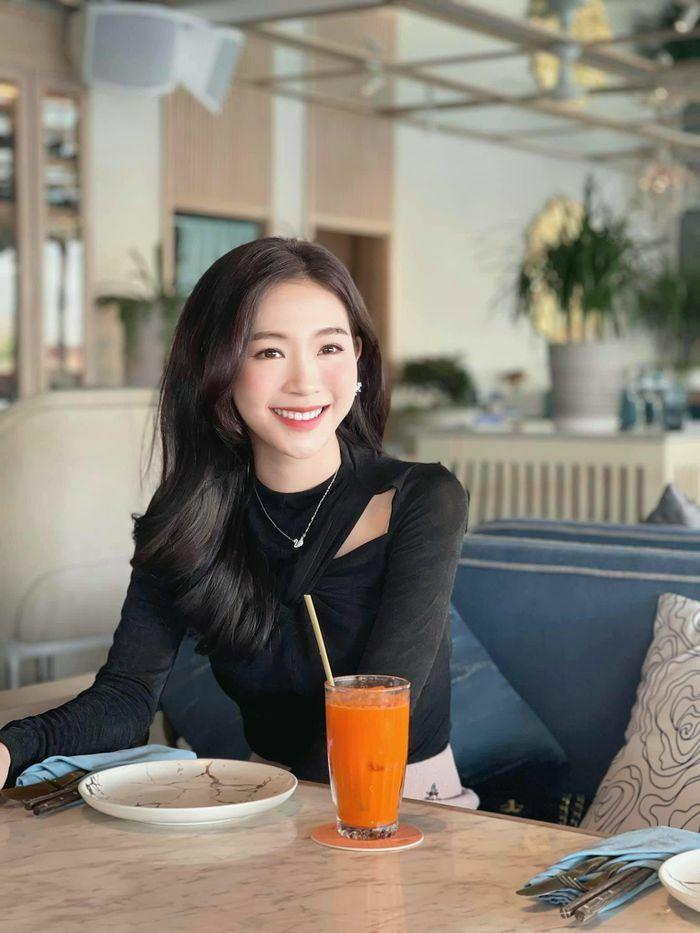 """Nhan sắc đời thường đẹp khả ái của """"bản sao"""" hoa hậu Đặng Thu Thảo"""