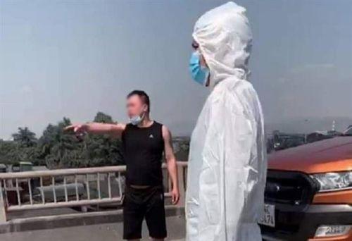 Quảng Ninh: Bị yêu cầu quay đầu, tài xế tự tháo hàng rào cách ly, tấn công CSGT