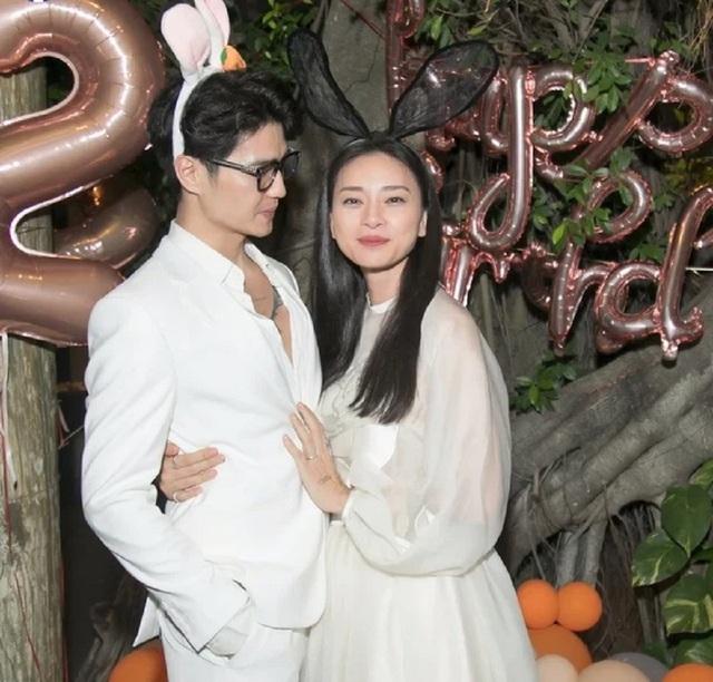Ngô Thanh Vân công khai ôm eo, thừa nhận hạnh phúc vì có tình trẻ bên cạnh