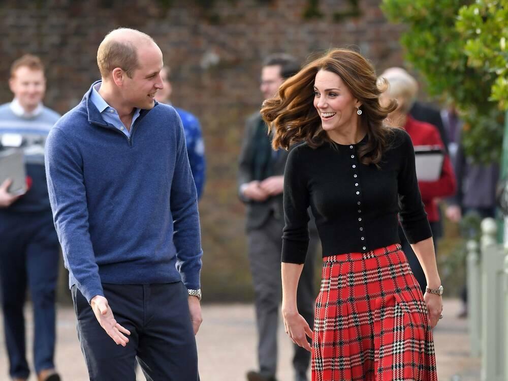 Bạn sẽ phải từ bỏ những gì nếu kết hôn với hoàng tử, công chúa thời hiện đại?