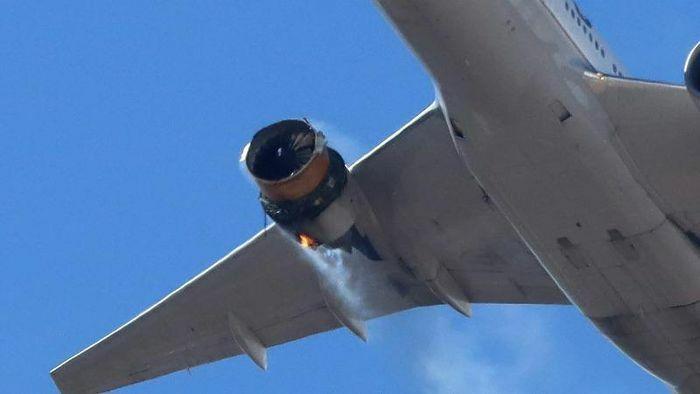 Kinh hoàng nhìn cảnh máy bay Boeing 777-200 mất gần hết vỏ động cơ vẫn hạ cánh an toàn
