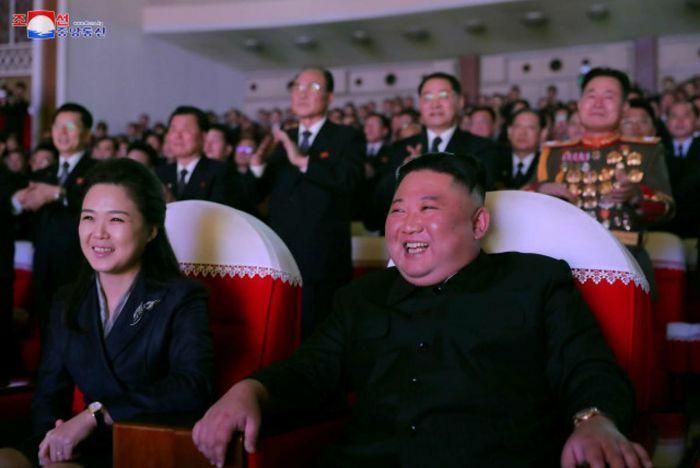 Phu nhân ông Kim Jong-un lần đầu xuất hiện trước công chúng sau hơn 1 năm