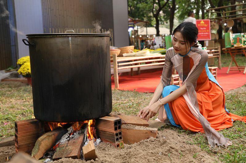 Lửa trong văn hóa truyền thống gia đình Việt: Tại sao gọi 'bà hỏa'?