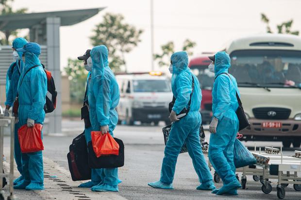 Đã truy vết được 37 người tiếp xúc với công chứng viên mắc Covid-19, TP.HCM ra thông báo khẩn tìm hành khách trên 2 chuyến bay