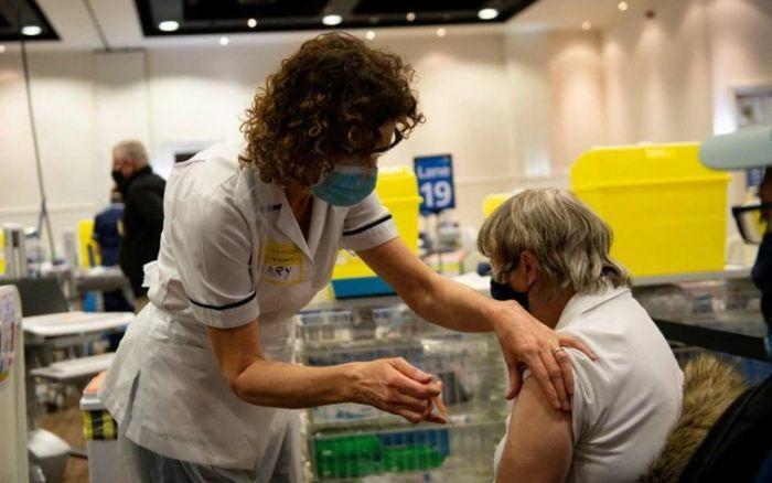 Anh sẽ không cấp hộ chiếu vaccine Covid-19, Australia tin hiệu quả vaccine AstraZeneca
