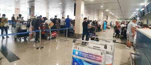 Không phong tỏa sân bay Tân Sơn Nhất, xét nghiệm khẩn cho 1.000 nhân viên