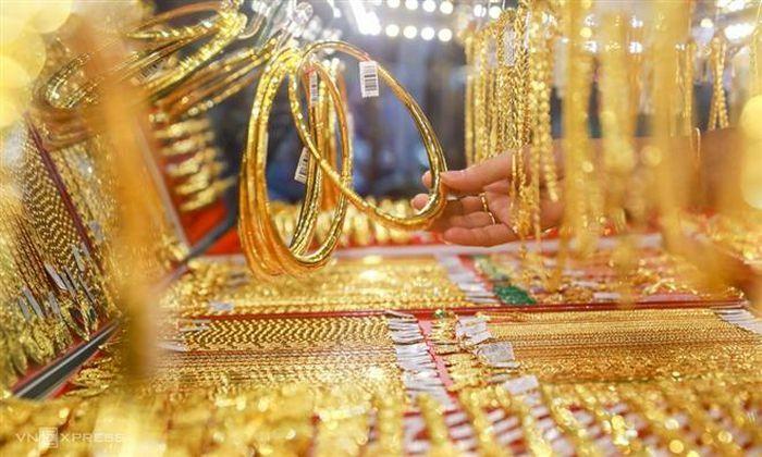 """""""Bốc hơi"""" liên tục, giá vàng SJC về sát mốc 56 triệu đồng/lượng"""