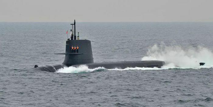Nhật Bản: Tàu ngầm va chạm với tàu thương mại