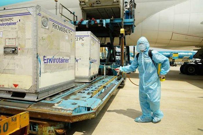 Việt Nam tích cực đàm phán với các nguồn cung cấp vắcxin ngừa COVID-19