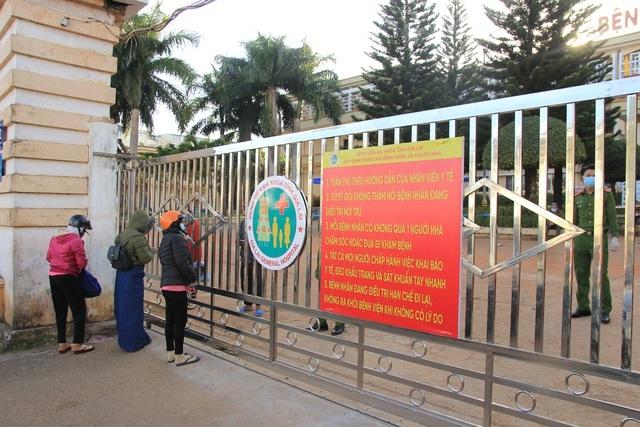 Ghi nhận 12 ca dương tính với SARS-CoV-2, phong tỏa bệnh viện tỉnh