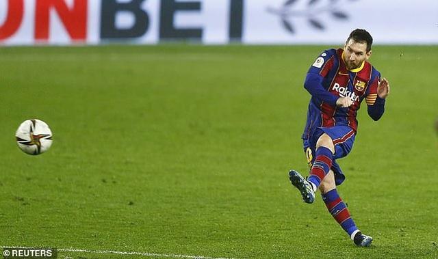 Rakitic khiến Barcelona ôm hận trước Sevilla