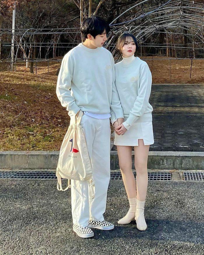 Đôi trẻ Hàn Quốc nổi tiếng nhờ mặc đồ đồng điệu