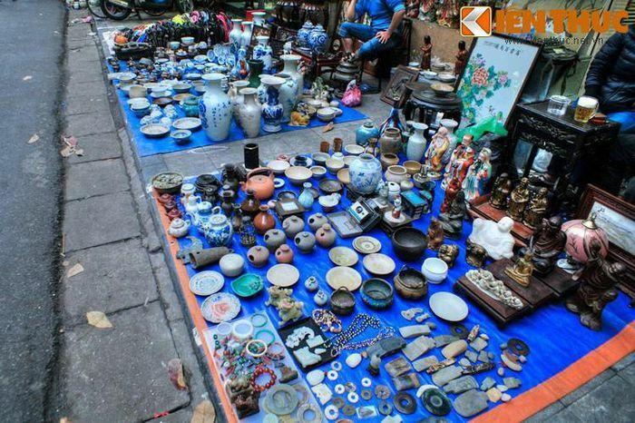 Độc đáo khu chợ đồ cổ chỉ họp vào cuối năm ở Hà Nội