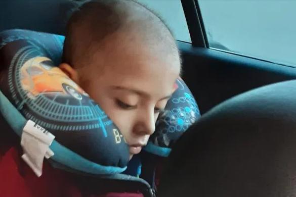Ronaldo quyên góp tiền trị ung thư cho cậu bé 7 tuổi