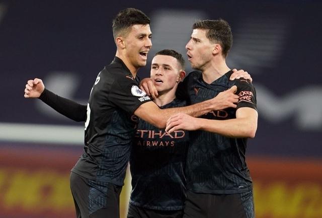 Đánh bại Everton, Man City hơn Man Utd 10 điểm