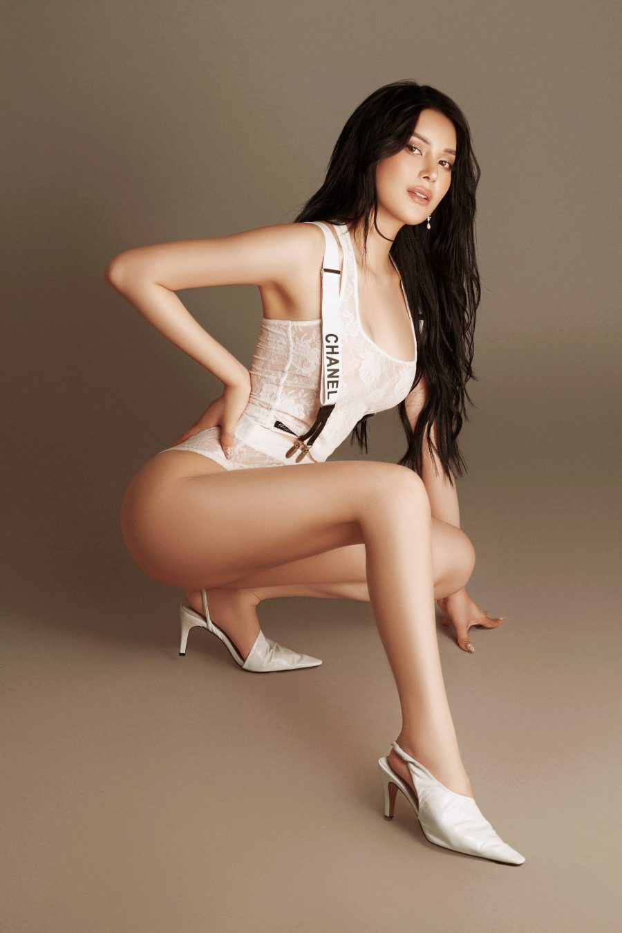 """""""Ngọc nữ bolero"""": Dáng đẹp như người mẫu, chẳng ngại mặc gợi tình"""