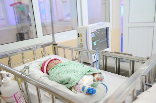 Hà Nội: Bé gái sơ sinh bị bỏ rơi giữa mùa đông lạnh