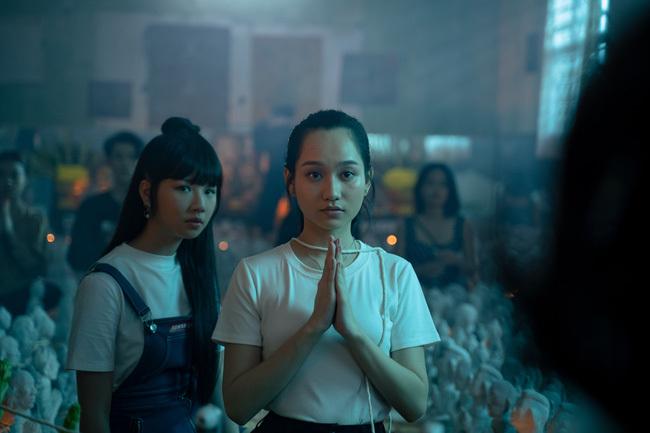 Phim bùa ngải của Victor Vũ – Chi Pu công bố lịch chiếu, Trúc Anh gây choáng với cảnh nhận búp bê làm con