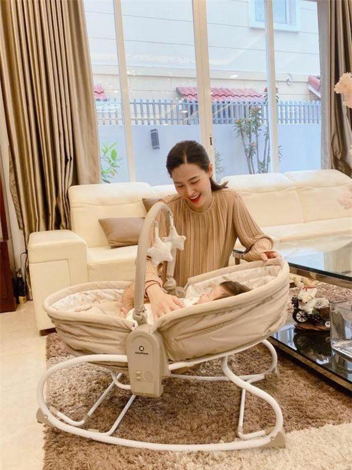 Đông Nhi chia sẻ ảnh bên con, Dương Khắc Linh – Sara Lưu khoe ảnh gia đình chào Xuân