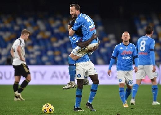 Napoli 1-0 Juventus: Cú ngã không đúng lúc