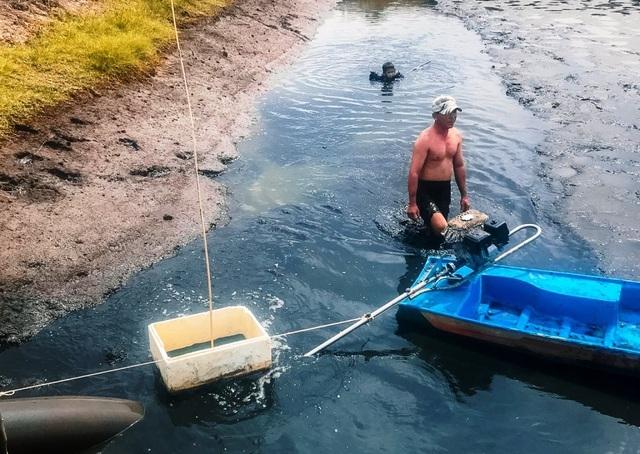 Rộn ràng tát đìa bắt cá ăn Tết ở miền Tây