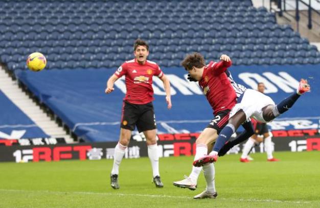 Gary Neville chỉ ra cái tên chơi tệ nhất Man Utd ở trận hòa West Brom