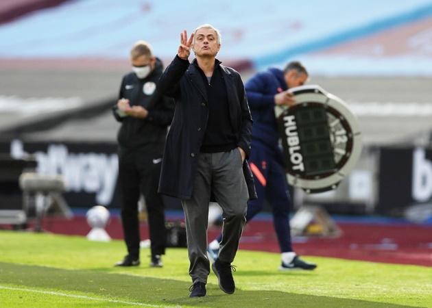 """Jose Mourinho đã nhận được """"tối hậu thư"""" từ thượng tầng Tottenham"""