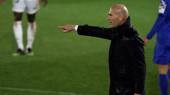 HLV Zidane trình làng sơ đồ lạ lẫm, Real Madrid hạ Getafe
