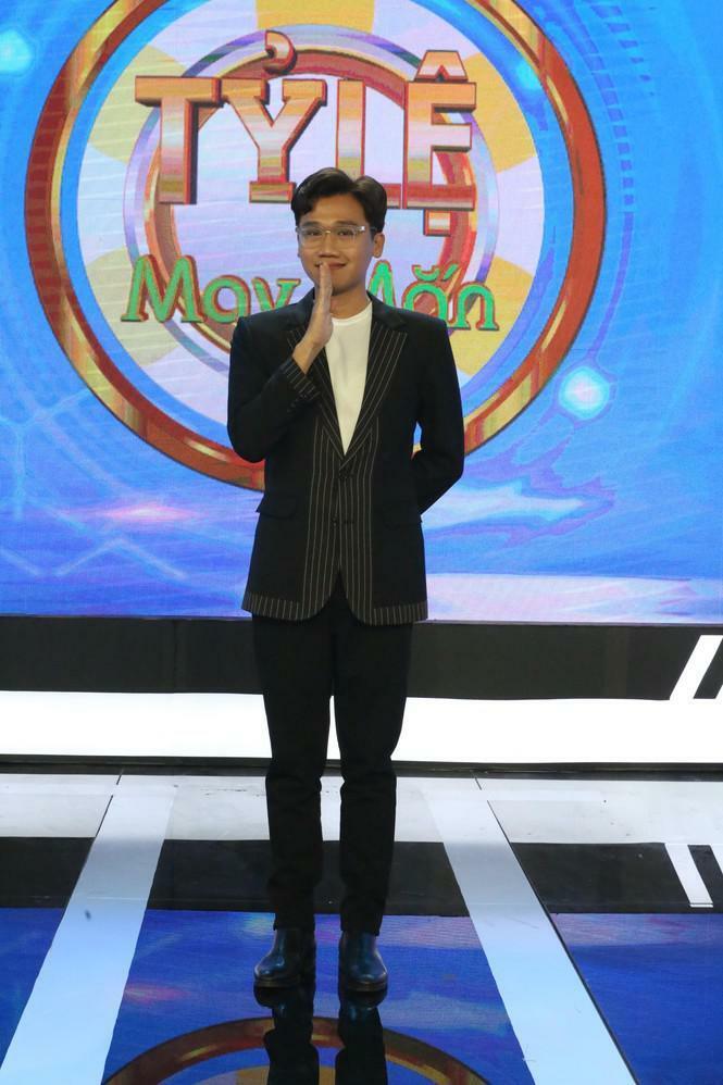 Xuân Nghị 'cà khịa' MC Võ Tấn Phát trên gameshow