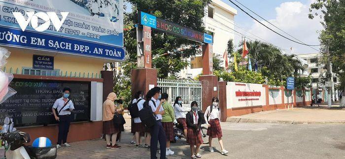Học sinh nhập học ngay sau Tết, băn khoăn vấn đề phòng dịch Covid-19