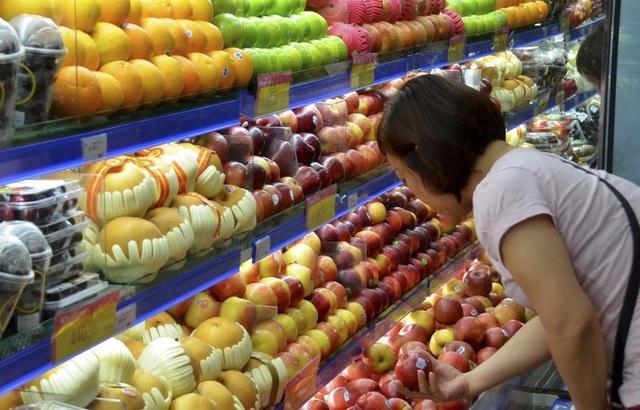 Người Việt chi cả trăm triệu USD mua rau quả ngoại nhập dịp Tết