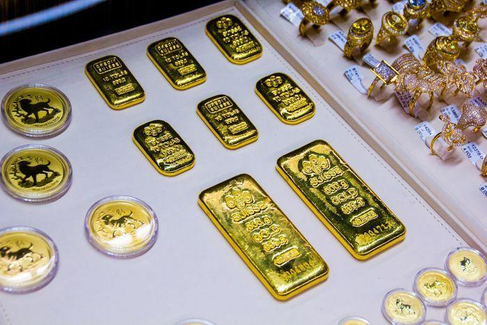 Giá vàng hôm nay ngày 12/2: Giá vàng lao dốc, mất gần 20 USD/ounce