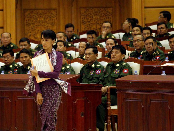 Sóng gió mới trong cuộc đời bà Aung San Suu Kyi
