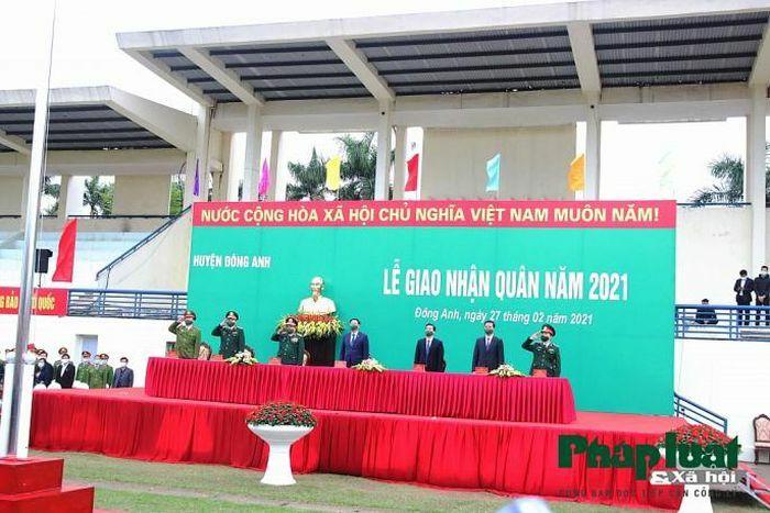Bí thư Thành ủy Vương Đình Huệ động viên các tân binh Thủ đô lên đường nhập ngũ