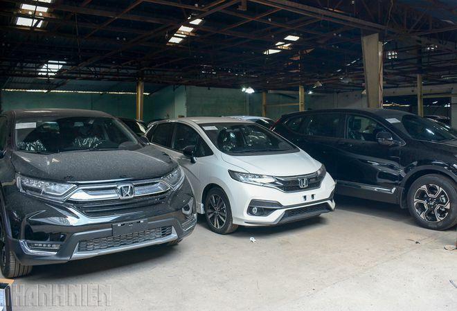 Ô tô nhập khẩu về Việt Nam, một số mẫu xe vẫn không đủ để bán