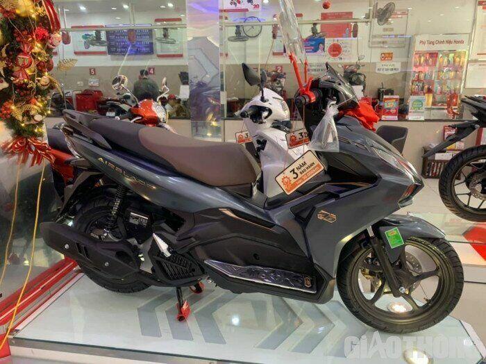 "Ra Tết, xe máy Honda, Yamaha giảm giá ""sốc"""