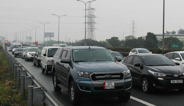 Ùn tắc các tuyến đường hướng về trung tâm Hà Nội