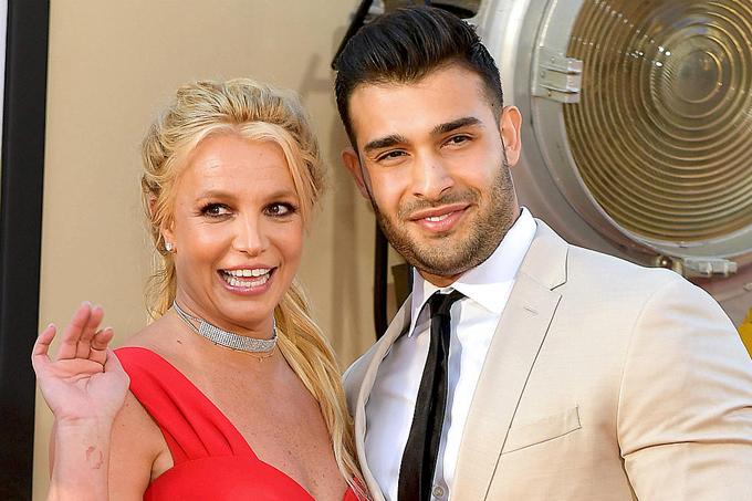 Bồ trẻ mong Britney được sống bình thường