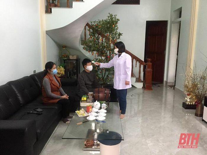 Huyện Thiệu Hóa xử phạt 2 công dân không đeo khẩu trang nơi công cộng