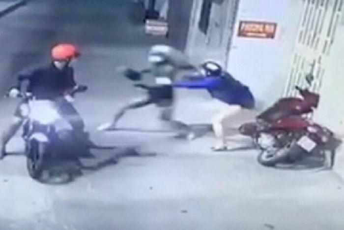 Vụ đôi nam nữ bị xịt hơi cay, cướp tài sản ở TP.HCM: Danh tính 3 nghi phạm vừa bị bắt